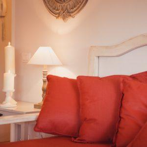 Particolare di cucina e sala da pranzo in stile; in legno massello - Appartamento in affitto Grecò - GH Lazzerini Holidays, San Vincenzo, Toscana