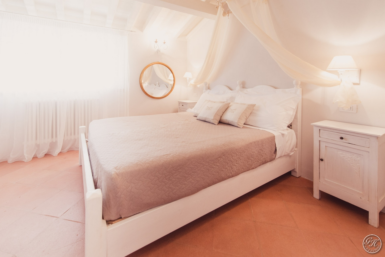Elegant double bedroom in solid wood - Apartment for rent Grecò - GH Lazzerini Holidays, San Vincenzo, Tuscany