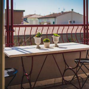 Terrazza con tavolino, appartamento Ostro - GH Lazzerini Holidays, San Vincenzo, Toscana