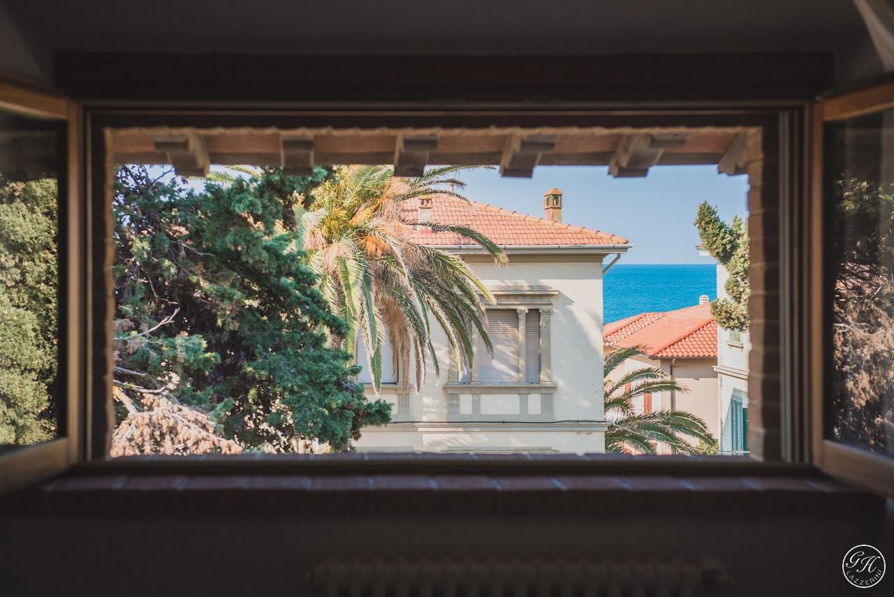 Il Cantinone, appartamenti di pregio in stile toscano in affitto, a pochi passi dal mare, in edificio storico con vista mare - Garden House Lazzerini Holidays