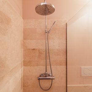 bagno in travertino - Appartamento Cousteau, GH Lazzerini Holidays Toscana
