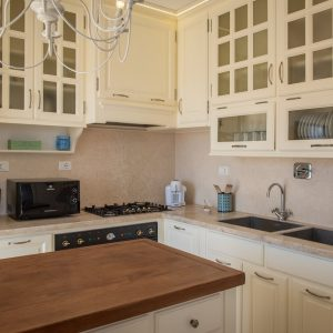 Light wood kitchen - Penthouse in the center of San Vincenzo. GH Lazzerini Holidays, San Vincenzo, Tuscany
