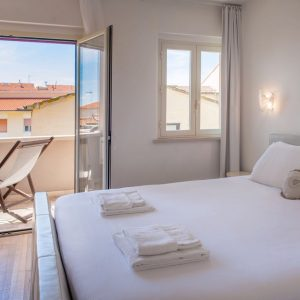 Ponente bedroom, overlooking the terrace and sea view of San Vincenzo - GH Lazzerini Holidays, Tuscany