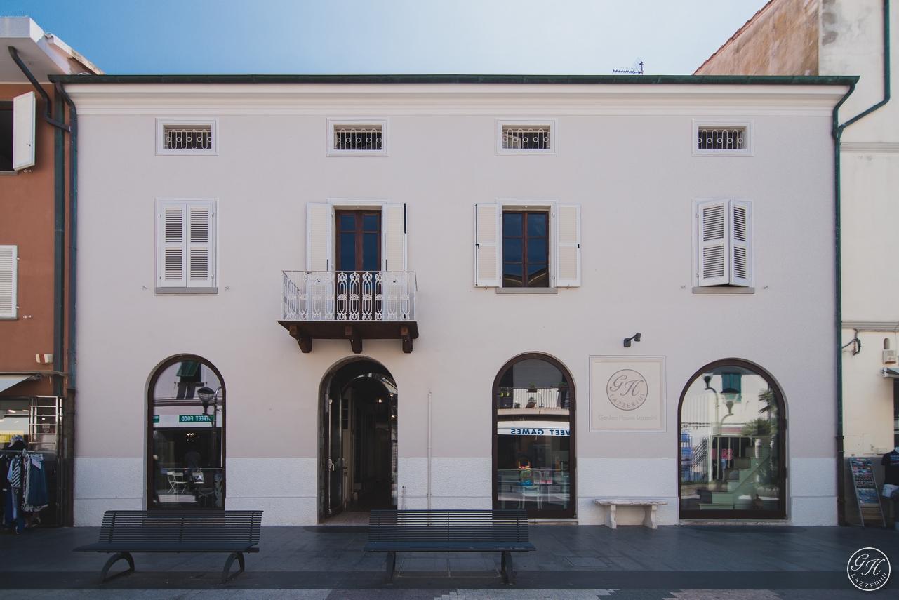 Außenansicht des Palazzo degli Archi, dem Zentrum von San Vincenzo, Toskana