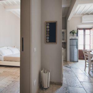 Interno Palazzo degli Archi, sala da pranzo e camera - GH Lazzerini Holidays, San Vincenzo, Toscana