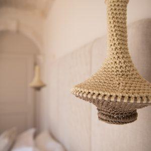 Dettaglio illuminazioni. Camera da letto matrimoniale, in stile classico, colori naturali - Villa Galatea, San Vincenzo - GH Lazzerini Holidays