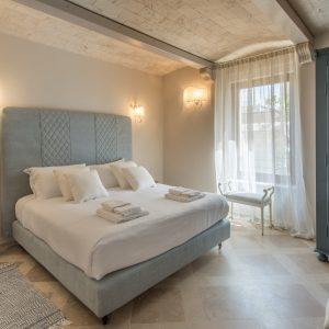 Camera da letto matrimoniale, in stile classico, colori naturali - Villa Galatea, San Vincenzo - GH Lazzerini Holidays