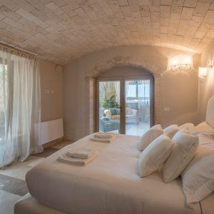 Camera da letto matrimoniale, in stile classico, colori naturali. Con vista sul mare - Villa Galatea, San Vincenzo - GH Lazzerini Holidays
