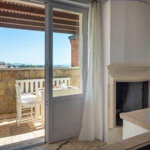 appartamento Castiglioni, stile classico, con camino, terrazza in pietra con vista mare. San Vincenzo